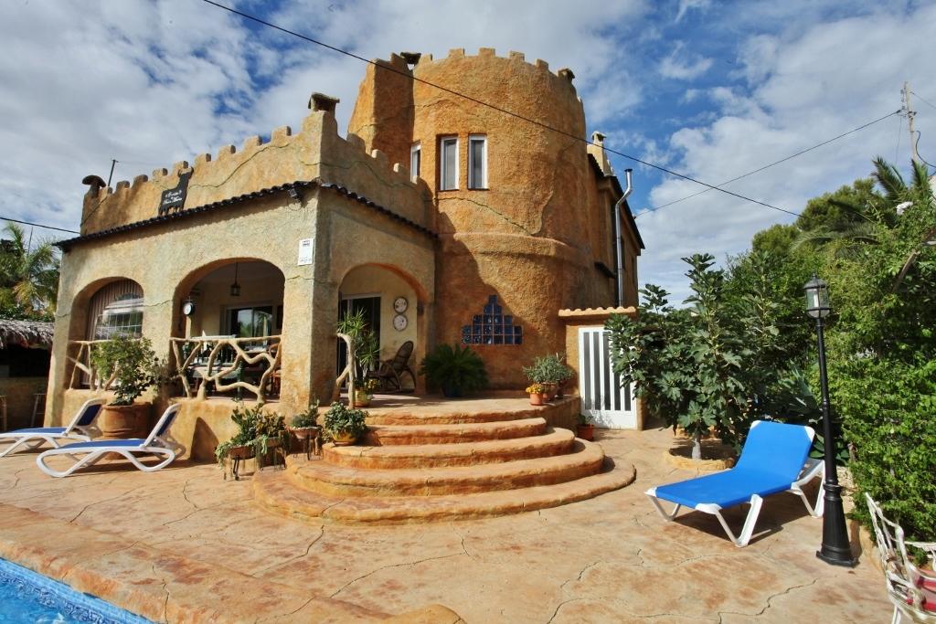 Meine Kleine Burg Architektonisch Reizvolle Villa Mit
