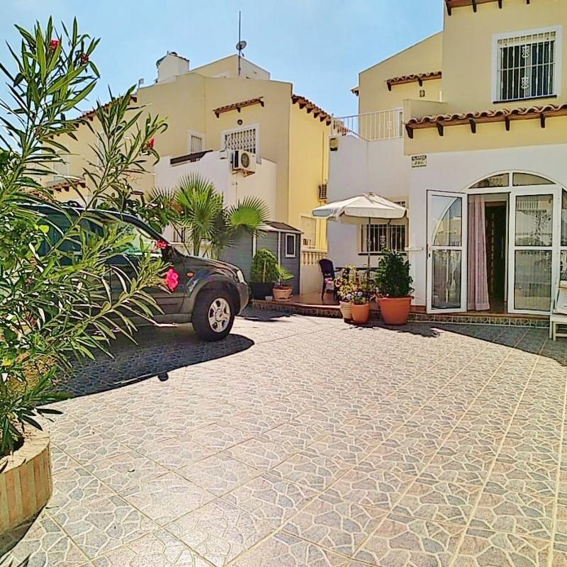 Sehr Gepflegtes Doppelhaus In Villamartin Panorama Golf